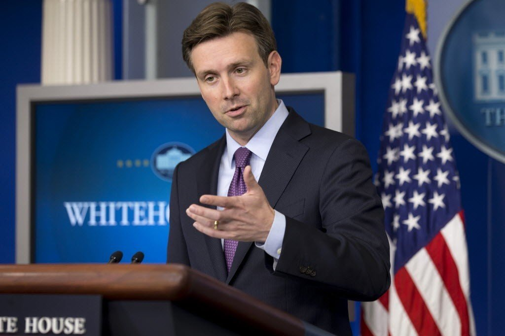 White House Press Secretary Josh Earnest demonstrating Haiku to the Press.