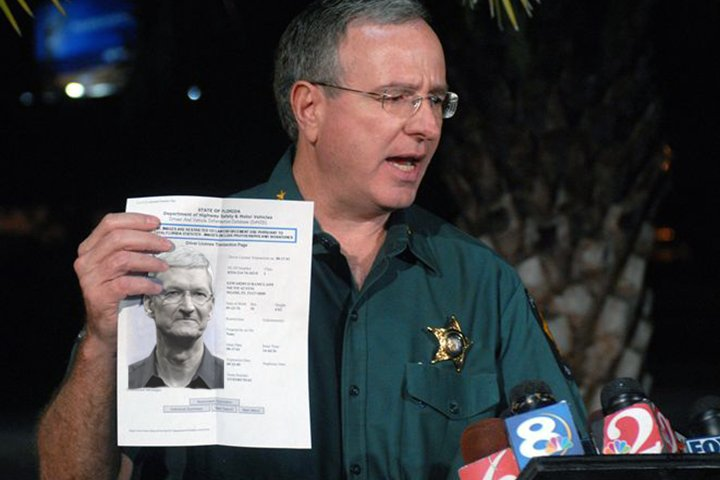 Polk County Florida Sheriff Grady Judd showing off the arrest warrant for Apple CEO Tim Cook.