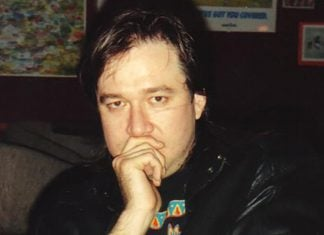 The resemblance between Bill Hicks and Alex Jones is uncanny.