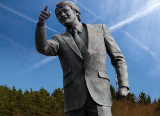 The statue features Robbie Darrenson whom many consider to be the father of the modern anti-chemtrail movement.
